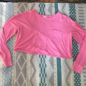 Comfy, breathable cropped top with long sleeves